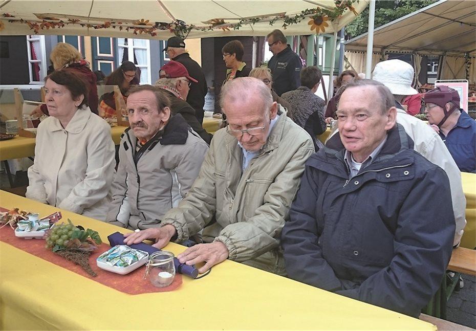 Senioren des Maranatha besuchten das Bad Bodenforfer Dorffest