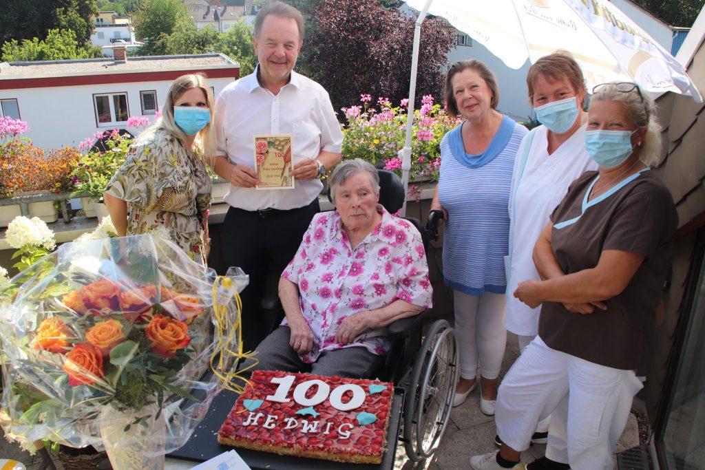 Das SeniroenZentrum Maranatha gratuliert Fau Lessinger zum 100. Geburtstag